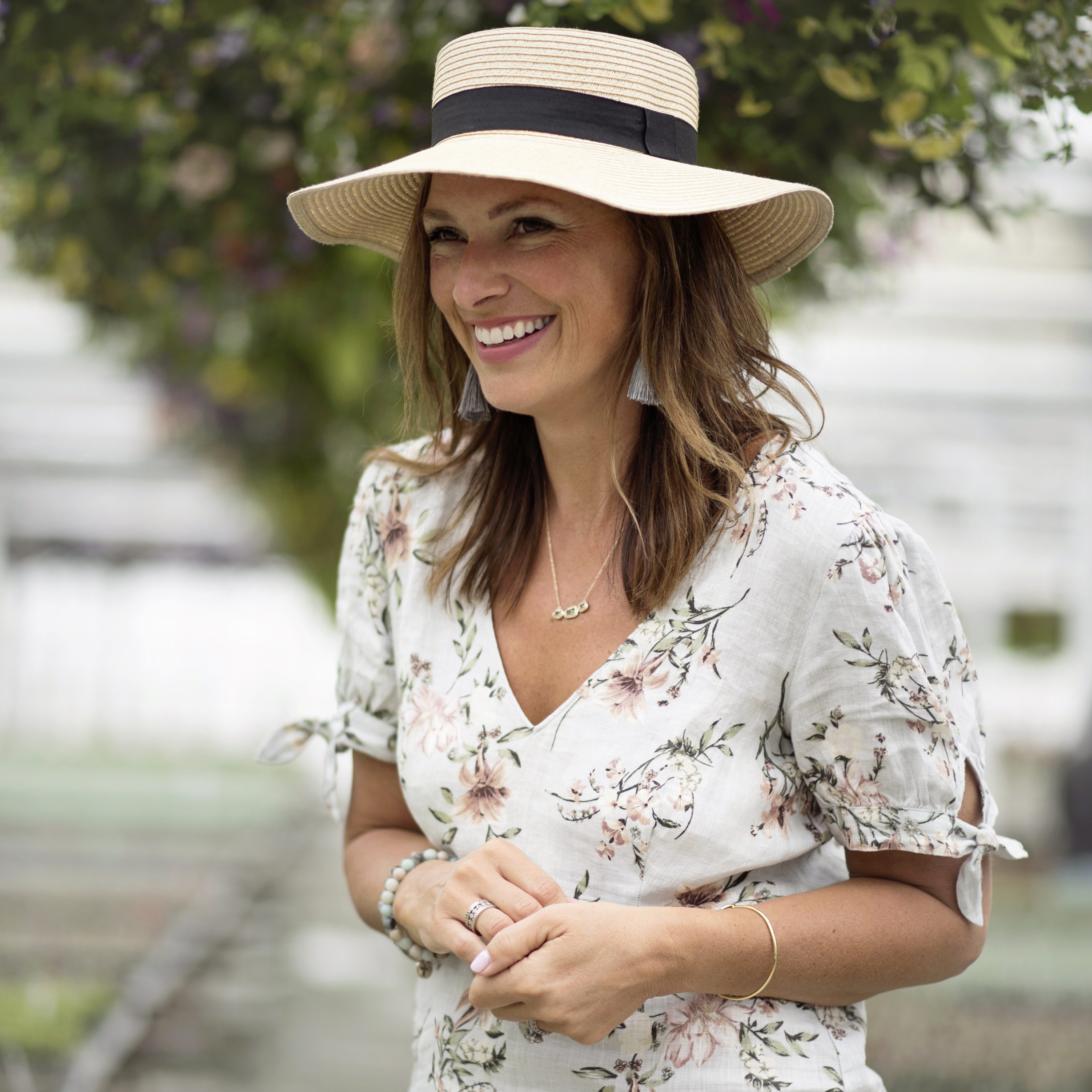 The Royal Wedding was all about hats and I love that Laurel added a straw  hat. This is such a great look for an outdoor wedding! 3893339a2e4
